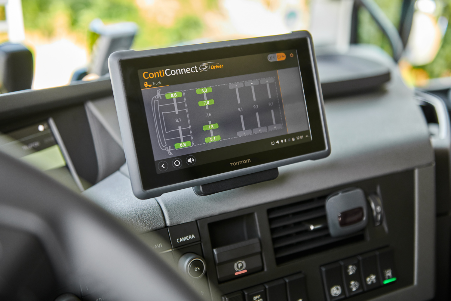 ContiConnect_Display_TomTom_2_Web