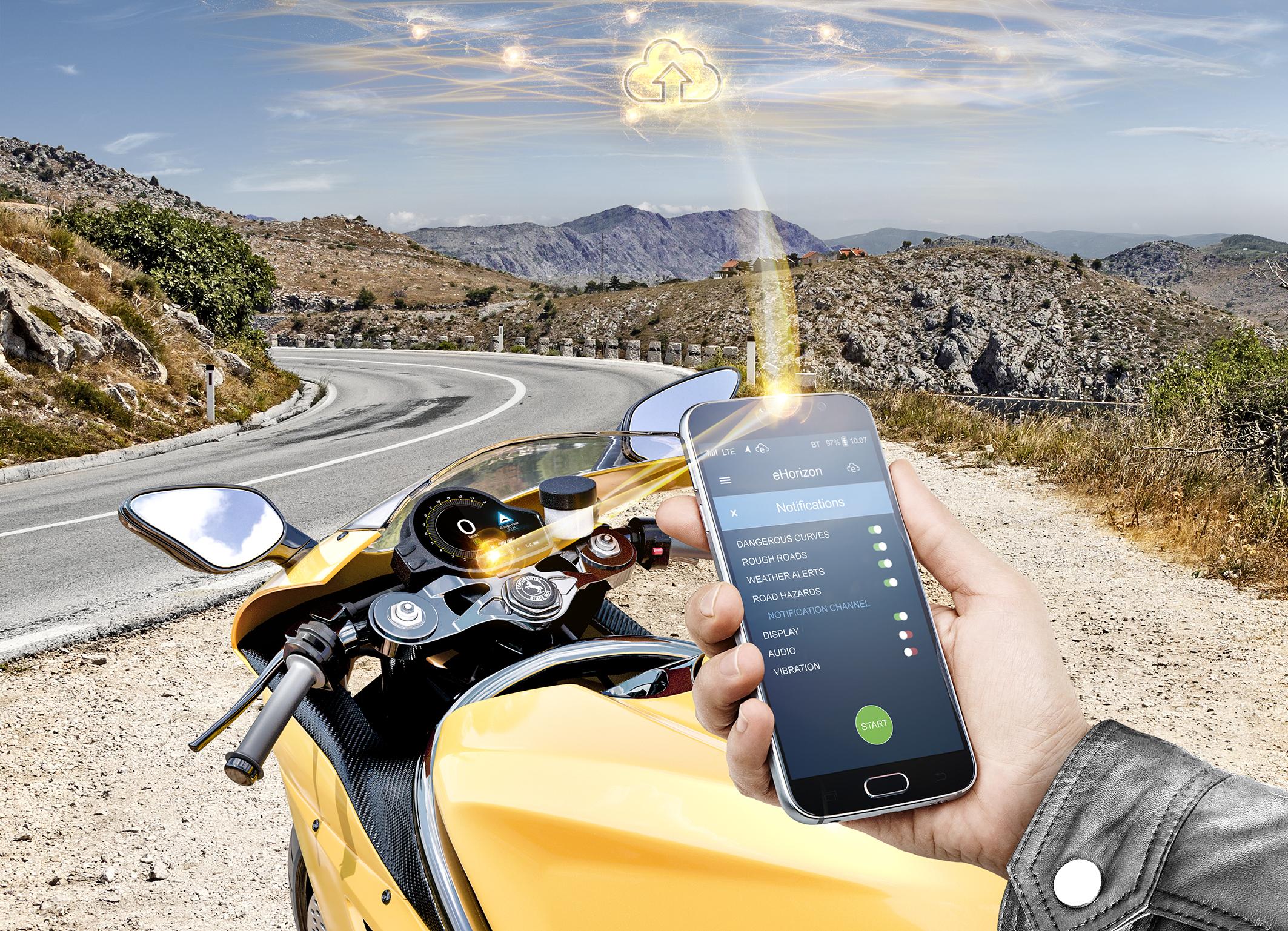 Telefon komórkowy zostaje w Twojej kieszeni: Continental prezentuje koncepcję połączonych usług dla motocykli