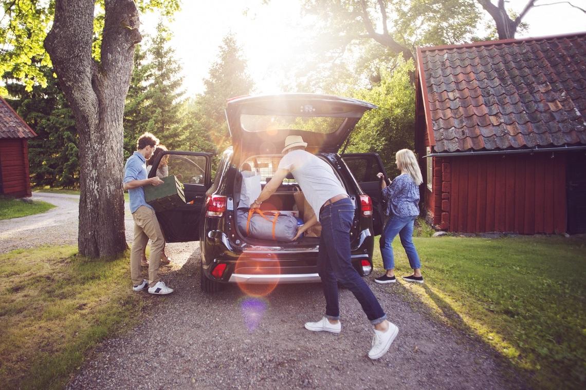Reifen von Continental - Familie mit Camper Van am Walensee