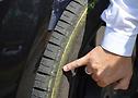 Ingyenes vezetéstechnikai képzéssel fejleszthetik tudásukat az autósok