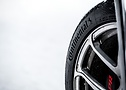 Black on white: Wider tyres offer excellent performance in all winter conditions.