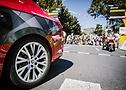 Автомобиль сопровождения на стартовой линии на Тур де Франс 2020 - A.S.O. Pauline Ballet