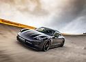 Porsche Taycan Turbo von TECHART in der Steilkurve im Contidrom | Continental