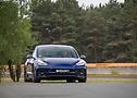Frontansicht des Tesla Modell 3 von STARTECH | Continental