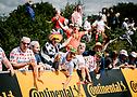 Aficionados animando a los ciclistas en Bretaña. ASO/Pauline Ballet.