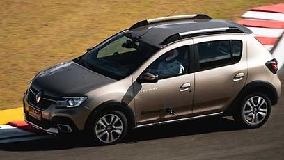 Renault Sandero Stepway Iconic - Wallpaper